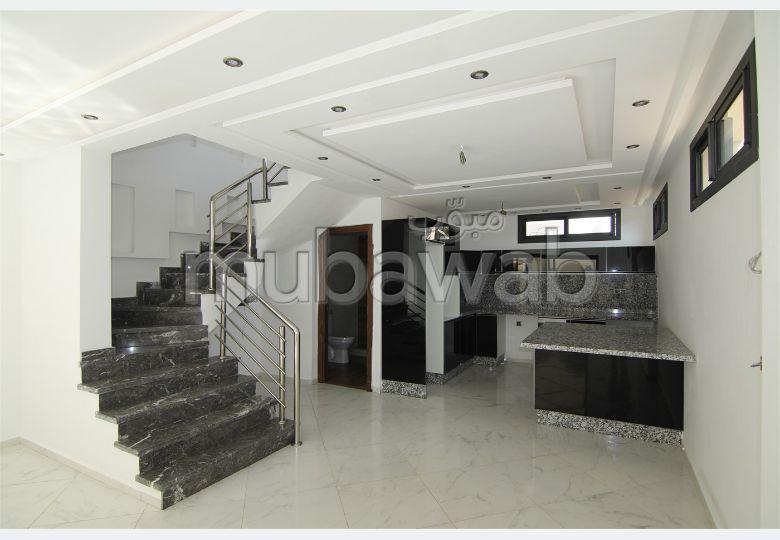Magnificent villa for sale. Small area 254 m². Green area.