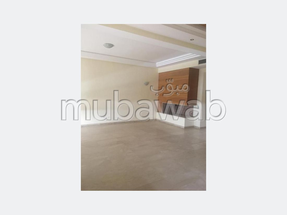 Rent this apartment. Total area 160 m². Garage and terrace.