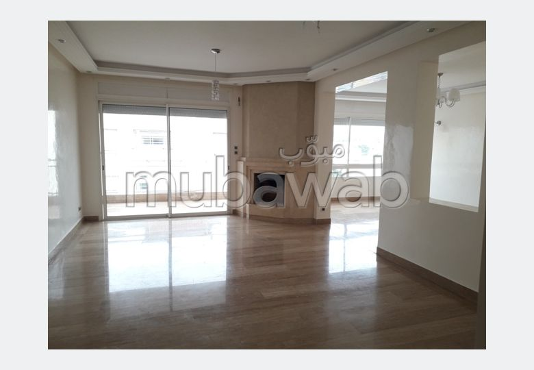 Apartment for rent. 5 Cabinet. Cellar, Large terrace.