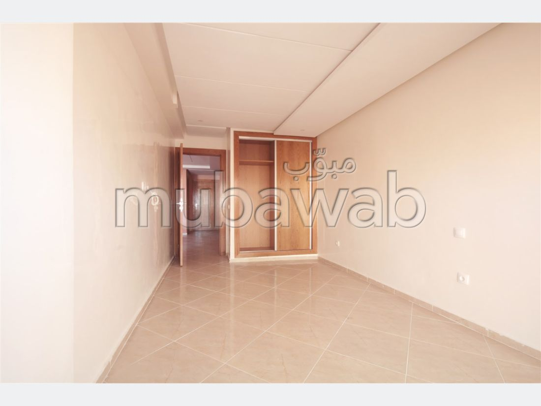 Find an apartment to buy. Total area 140 m². Large balcony.