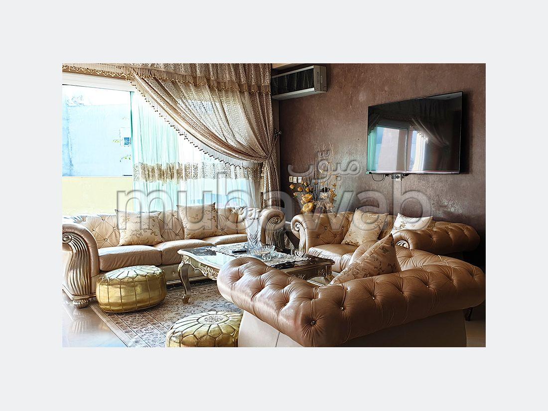 شقة مساحتها 152م²، مطبخ مجهز، شرفة، 5 غرف، القنيطرة