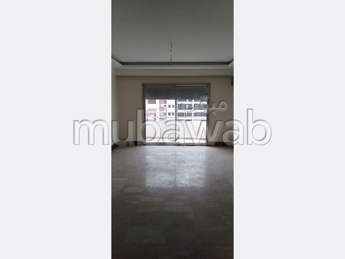 شقة مساحتها 122م²، مطبخ مجهز، حديقة، 3 غرف، المحمدية