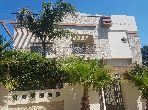 منزل ممتاز للبيع ب الجبل الكبير. 8 قطع مريحة. خدمة الكونسياج و المدفأة.