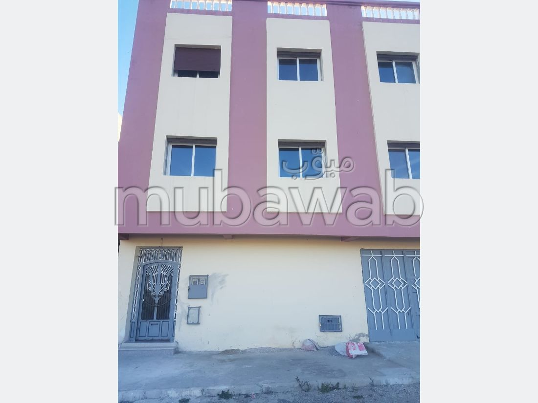 House to buy in Mghogha. 5 Toilet. Moroccan living room and satellite dish.