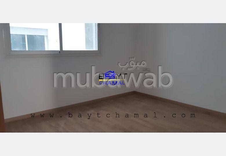 شقة للشراء ب موزار. المساحة الإجمالية 85 م². المرآب والشرفة.