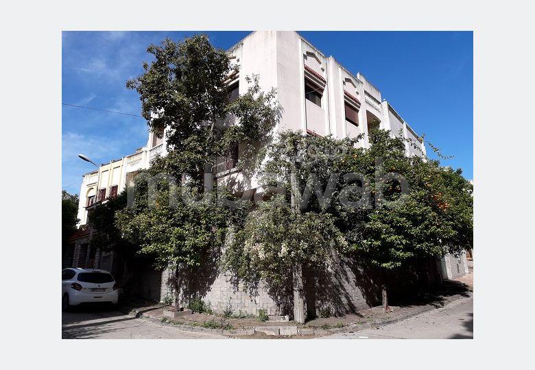 فيلا مساحتها 420م²، شرفة، حديقة، 8 غرف، الشرف السواني