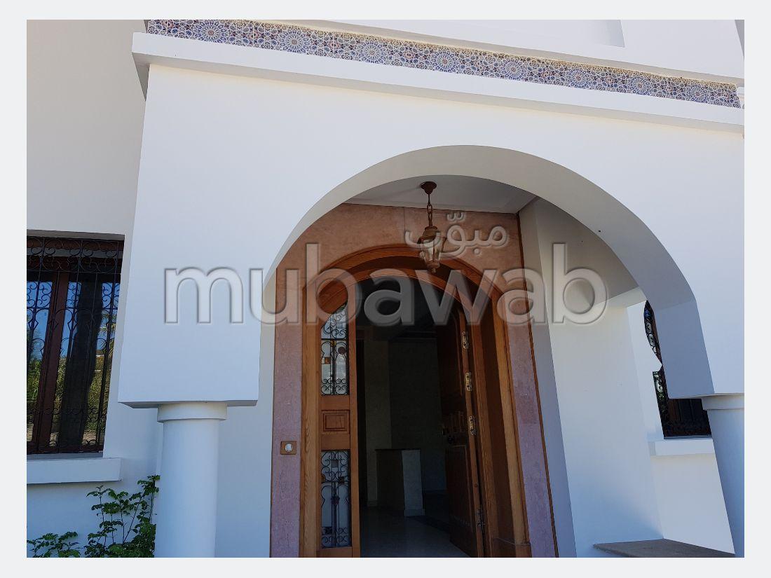 فيلا مساحتها 356م²، شرفة، حديقة، 6 غرف، طنجة المدينة