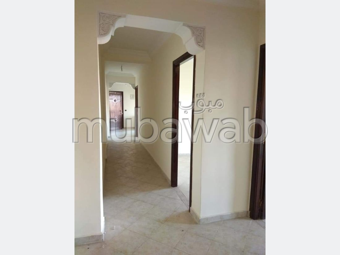 شقة رائعة للبيع بكليز. 3 غرف جميلة. مع مصعد وشرفة.