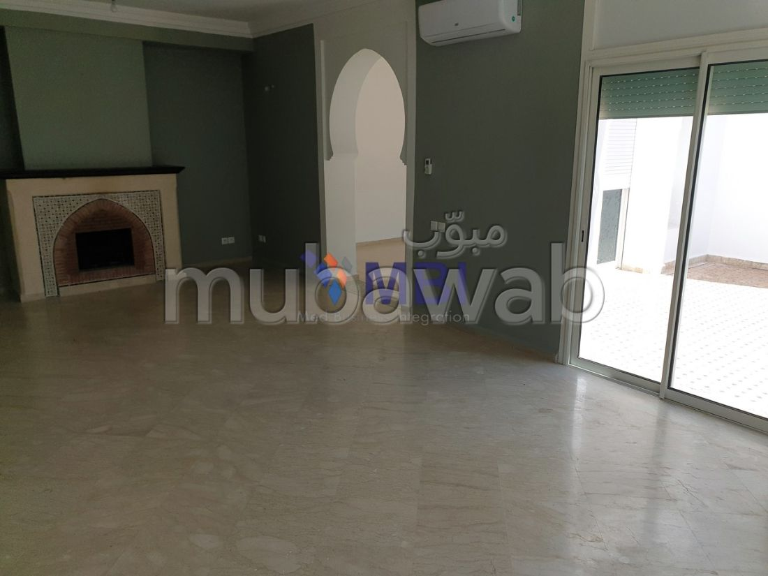 Luxury Villa for rent. 6 large rooms. Usable fireplace, Large swimming pool.