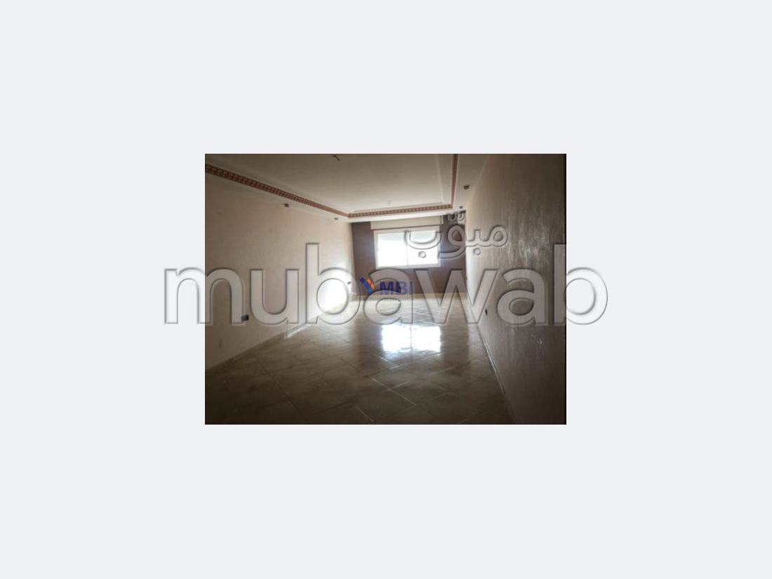 Very nice apartment for rent. 3 Small room. Private car park.