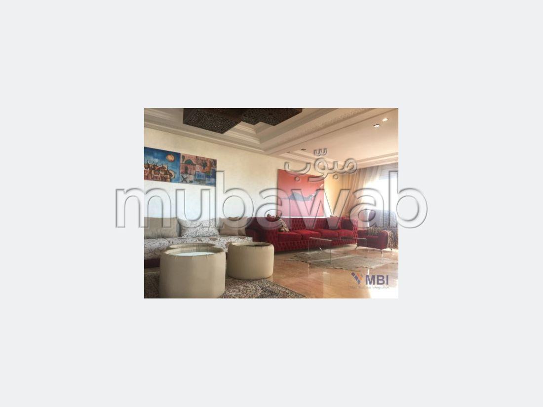 شقة مساحتها 200م²، مفروشة، شرفة، 4 غرف، طنجة المدينة