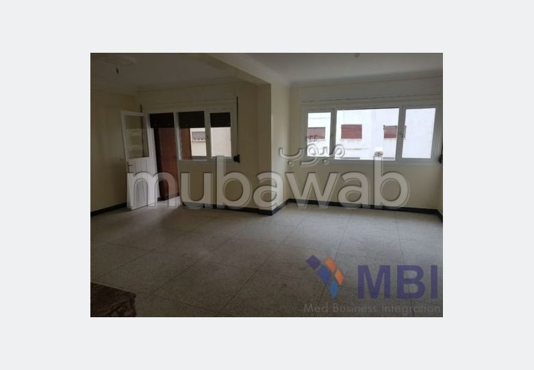Very nice apartment for rent. Small area 120 m². Garage.