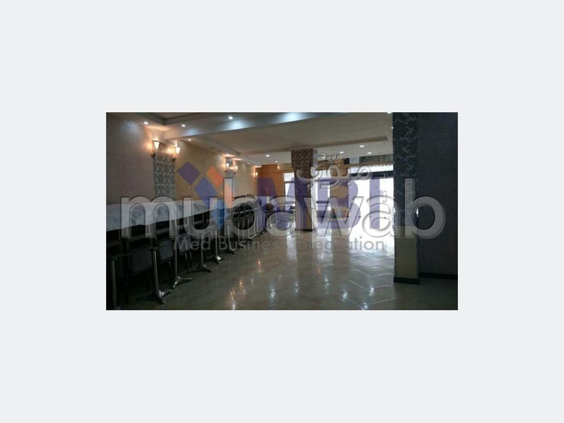 Oficinas y locales comerciales en venta. Área total 224 m². Terraza.