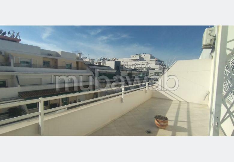 شقة مساحتها 145م²، مفروشة، مطبخ مجهز، 4 غرف، القنيطرة