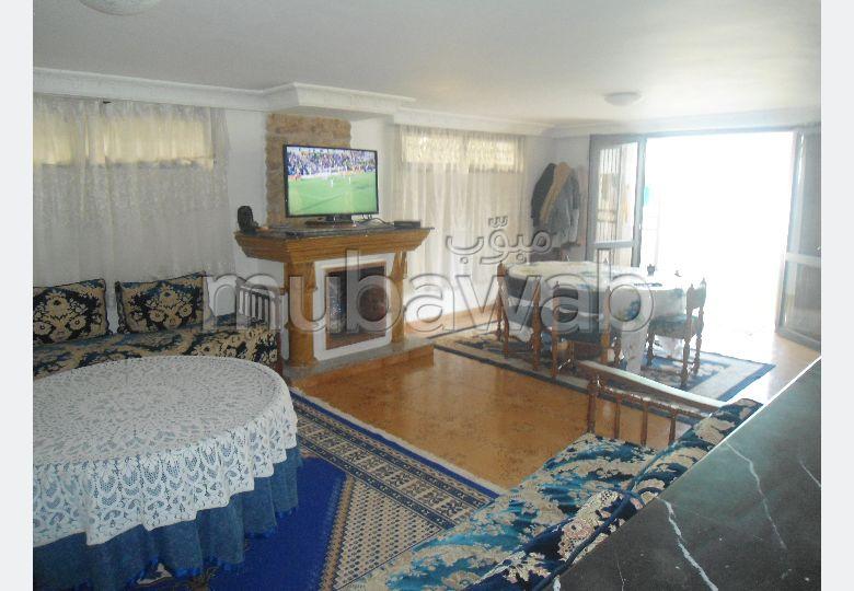 فيلا مساحتها 500م²، مطبخ مجهز، شرفة، 8 غرف، القنيطرة