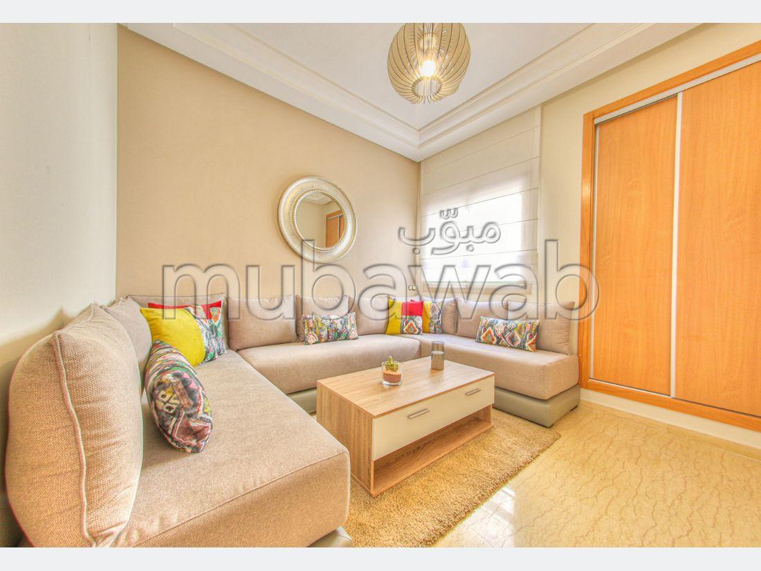 شقة رائعة للبيع بالدارالبيضاء. 3 غرف ممتازة. جو مكيف.
