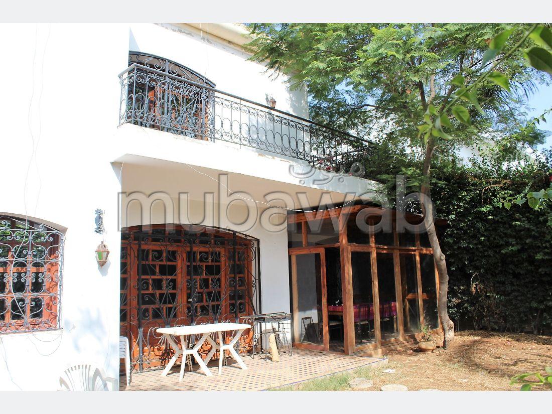 Villa d'architecte de caractere bien exposée