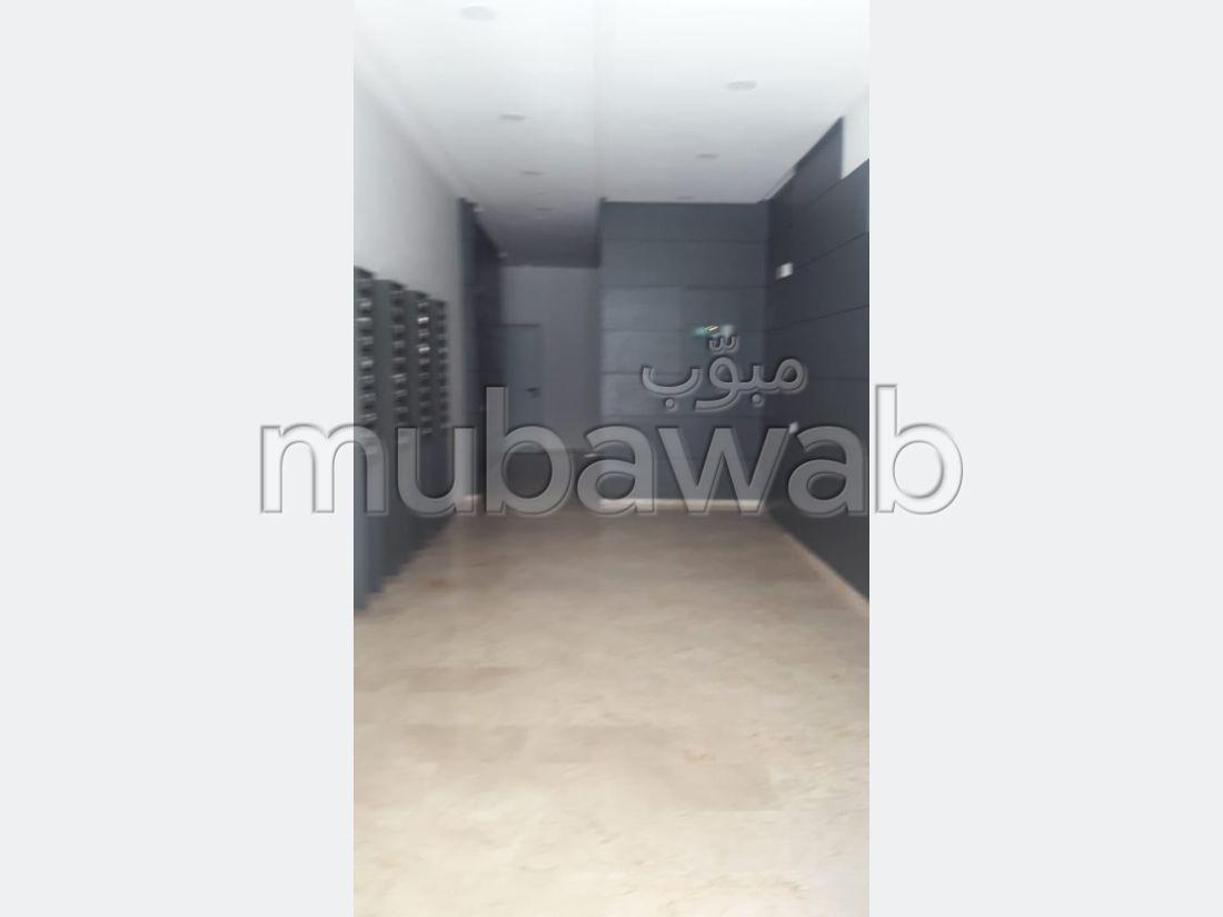 شقة مساحتها 124م²، مطبخ مجهز، شرفة،  غرفة، طنجة المدينة