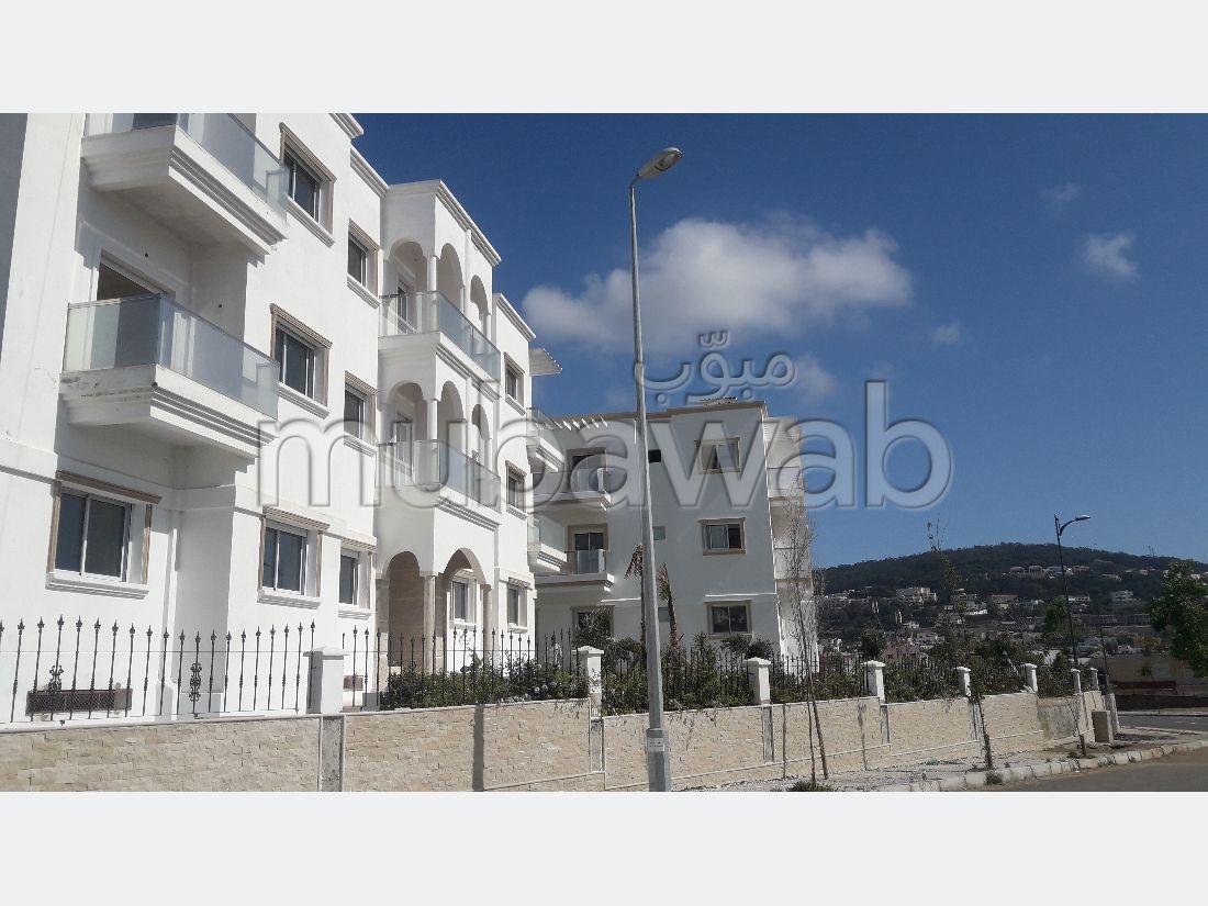 بيع شقة ب حي الغولف. المساحة 132 م². باب متين ونظام الزجاج المزدوج.