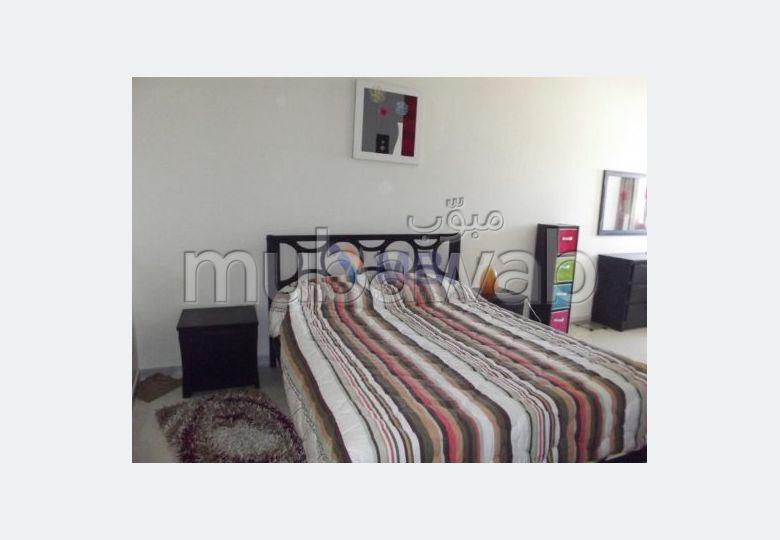 شقة مساحتها 75م²، مفروشة، شرفة، غرفتين، الشرف مغوغة
