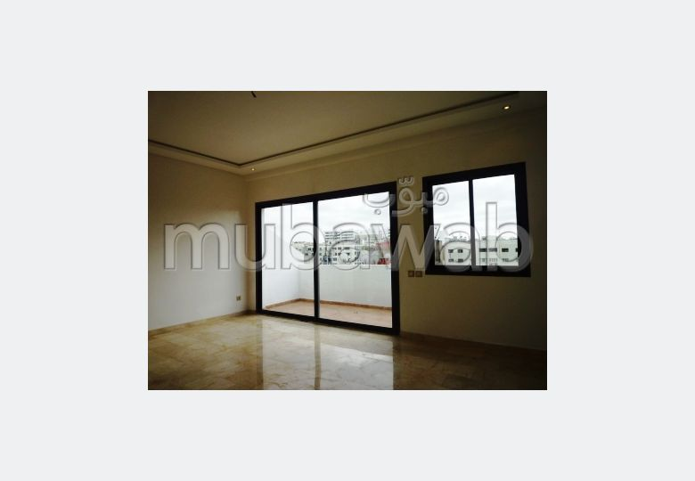 Sale of a lovely apartment in Maârif. Area 200 m². Terrace and lift.