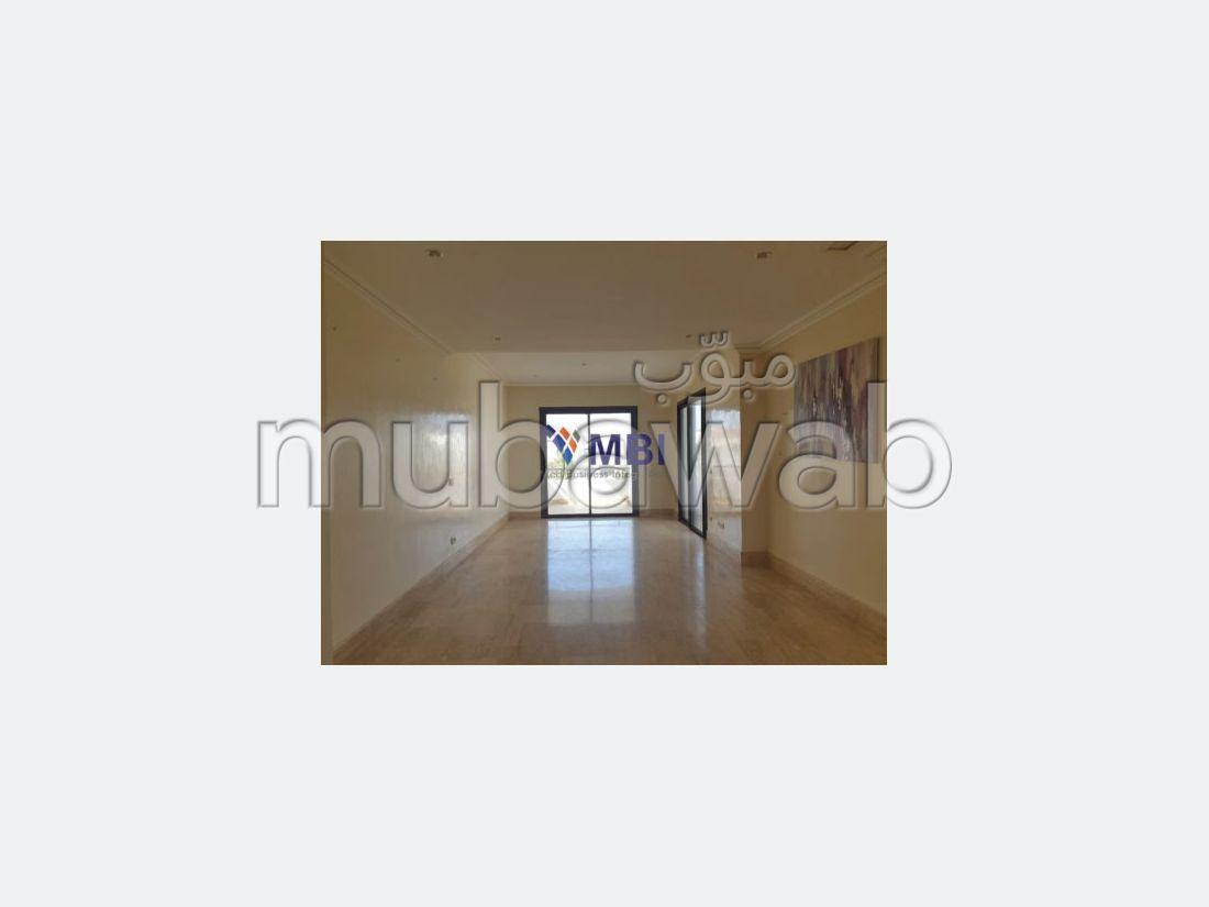 شقة مساحتها 160م²، حديقة، مسبح، 3 غرف، طنجة المدينة