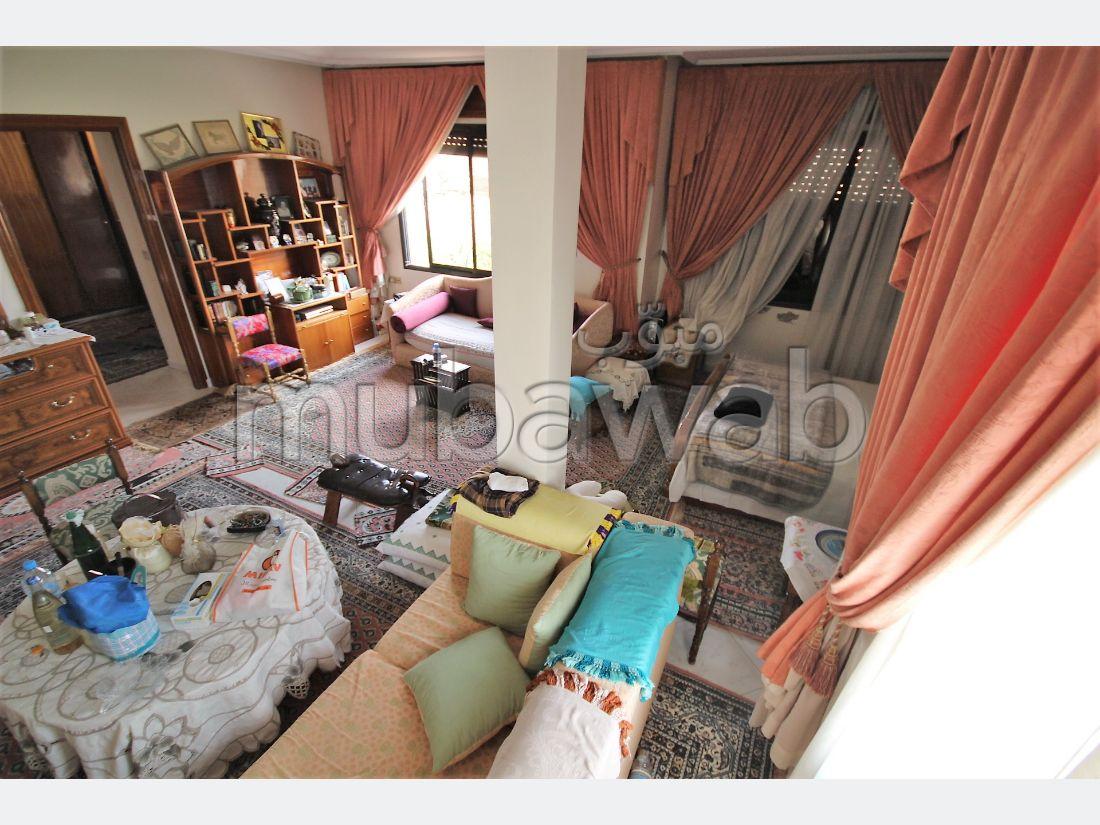 Magnífica casa en venta en Ain Diab. Dimensión 420 m². Plazas de parking y terraza.