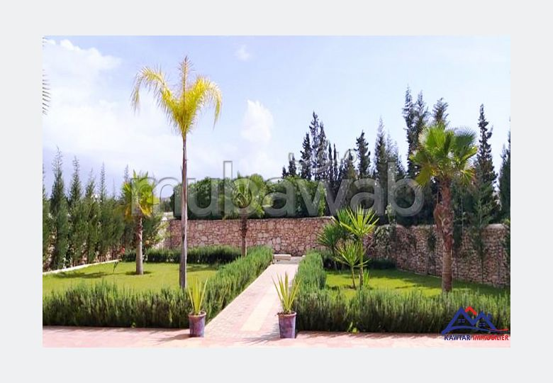 Magnificent villa for sale. 4 beautiful rooms. Garden and terrace.