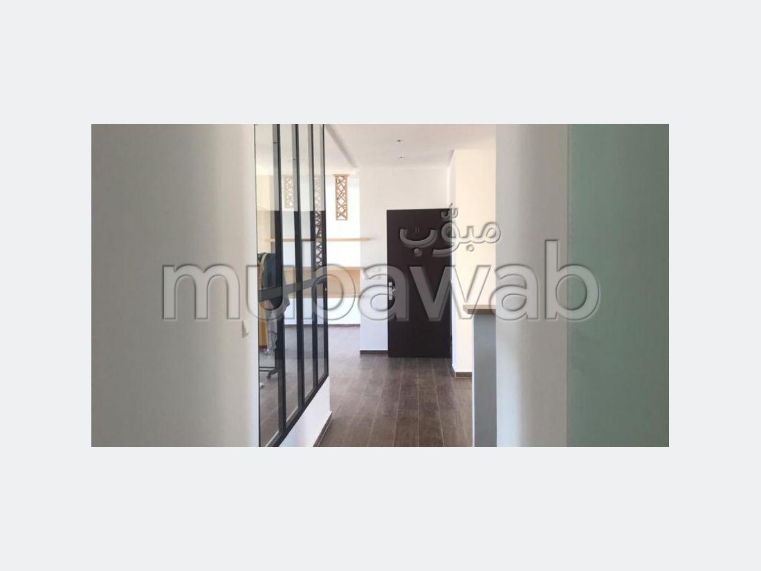 شقة مساحتها 130م²، مطبخ مجهز، شرفة، طنجة المدينة