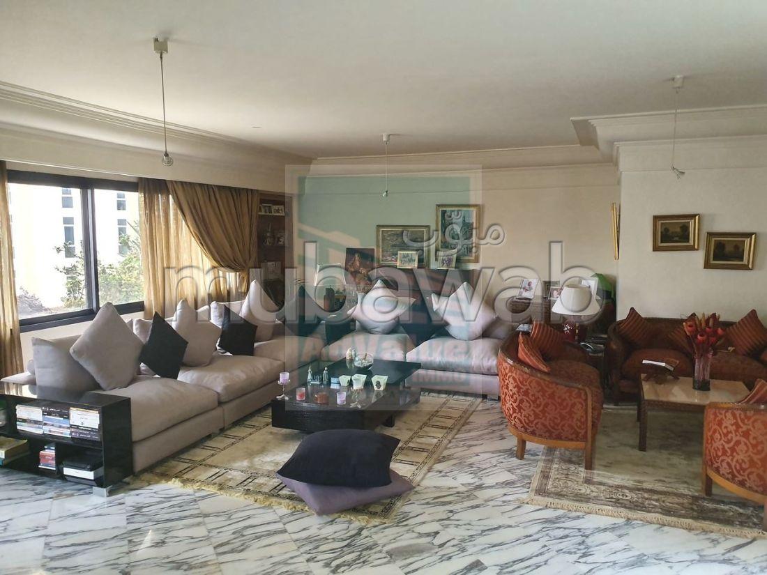 شقة مساحتها 266م²، مطبخ مجهز، شرفة، 7 غرف، المعاريف