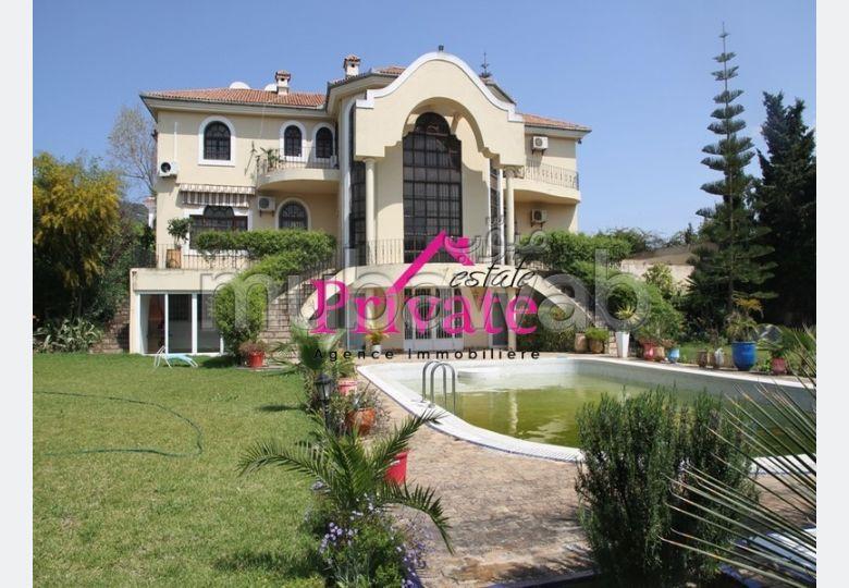 Fabulous villa for rent in Jbel Kbir. 7 rooms. Furnished.