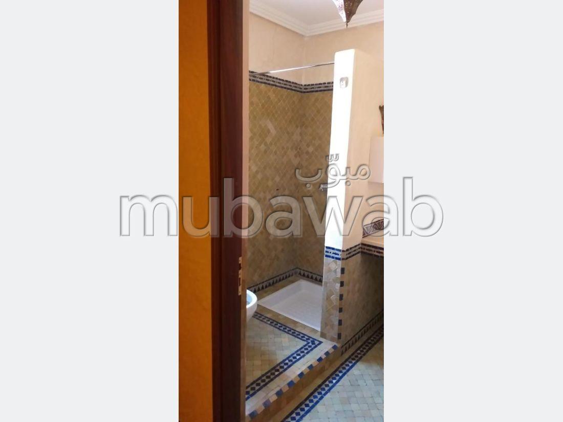 فيلا مساحتها 250م²، شرفة، حديقة، 4 غرف، منارة