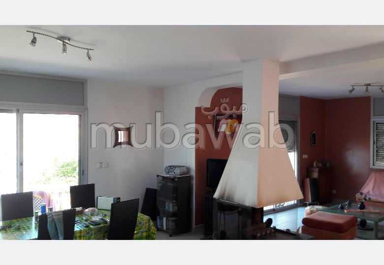 Casa de alto standing en venta. Gran superficie 415 m². Salón tradicional y puerta blindada.