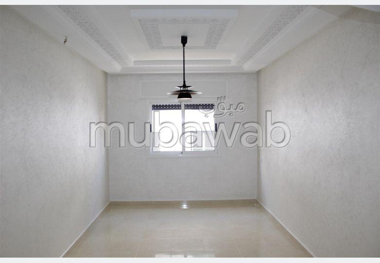 شقة رائعة للبيع ب حي أهلا. 3 قطع رائعة. مصعد وشرفة.