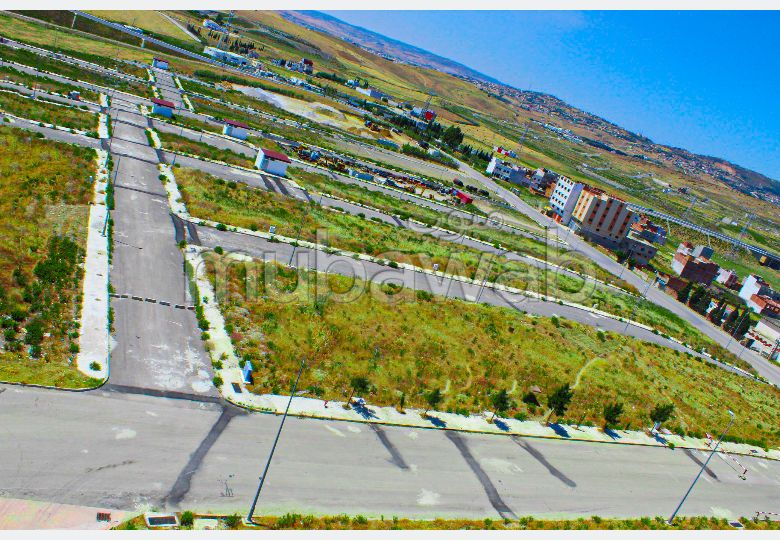 أرض ممتازة للبيع بطنجة. المساحة 140 م².
