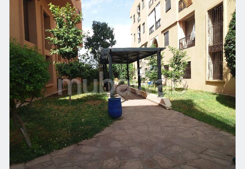 شقة للبيع بطريق الدارالبيضاء. المساحة الإجمالية 97 م². الراحة مع مكيف الهواء و مدفأة.