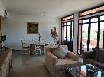 شقة جميلة للكراء بمراكش. المساحة الكلية 120 م². مسبح كبير.