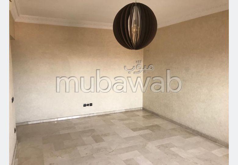 شقة مساحتها 80م²، مفروشة، مطبخ مجهز، 3 غرف، جيليز
