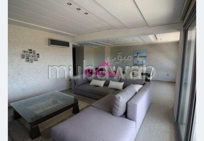 شقة مساحتها 150م²، مطبخ مجهز، شرفة، 4 غرف، الشرف مغوغة