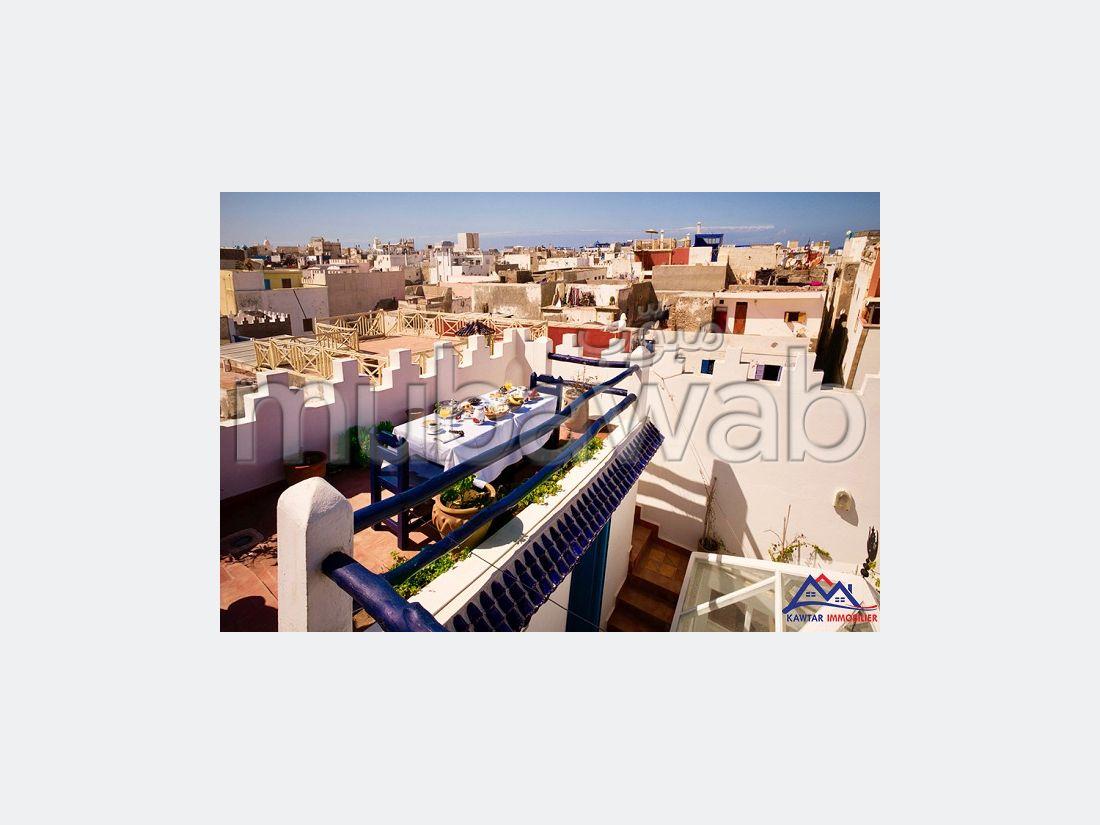 Suntuosa villa en venta. Superficie de 90 m². Salón marroquí.