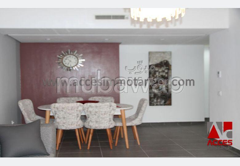 شقة مساحتها 92م²، مفروشة، مطبخ مجهز، غرفتين، الشرف مغوغة