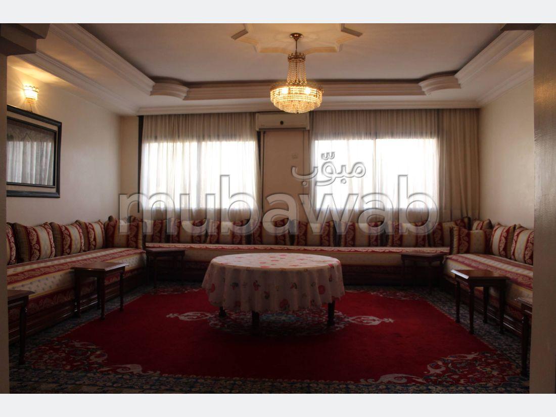 شقة رائعة للبيع ب بوركون الغربي. 6 قطع. مصعد ومرآب.