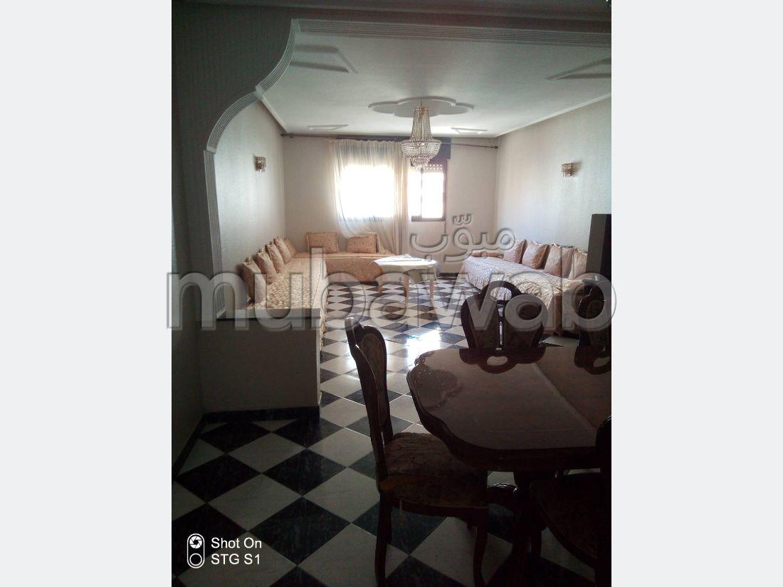 شقة مساحتها 1000م²، مصعد، غرفة لتخزين، 4 غرف، طنجة المدينة