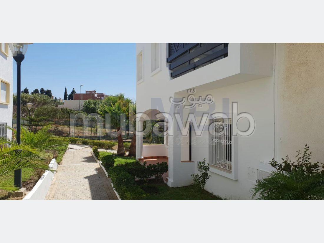 فيلا مساحتها 350م²، مطبخ مجهز، شرفة، 4 غرف، الشرف مغوغة