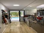 شقة للإيجار بدار بوعزة. المساحة الإجمالية 120 م². مفروشة.