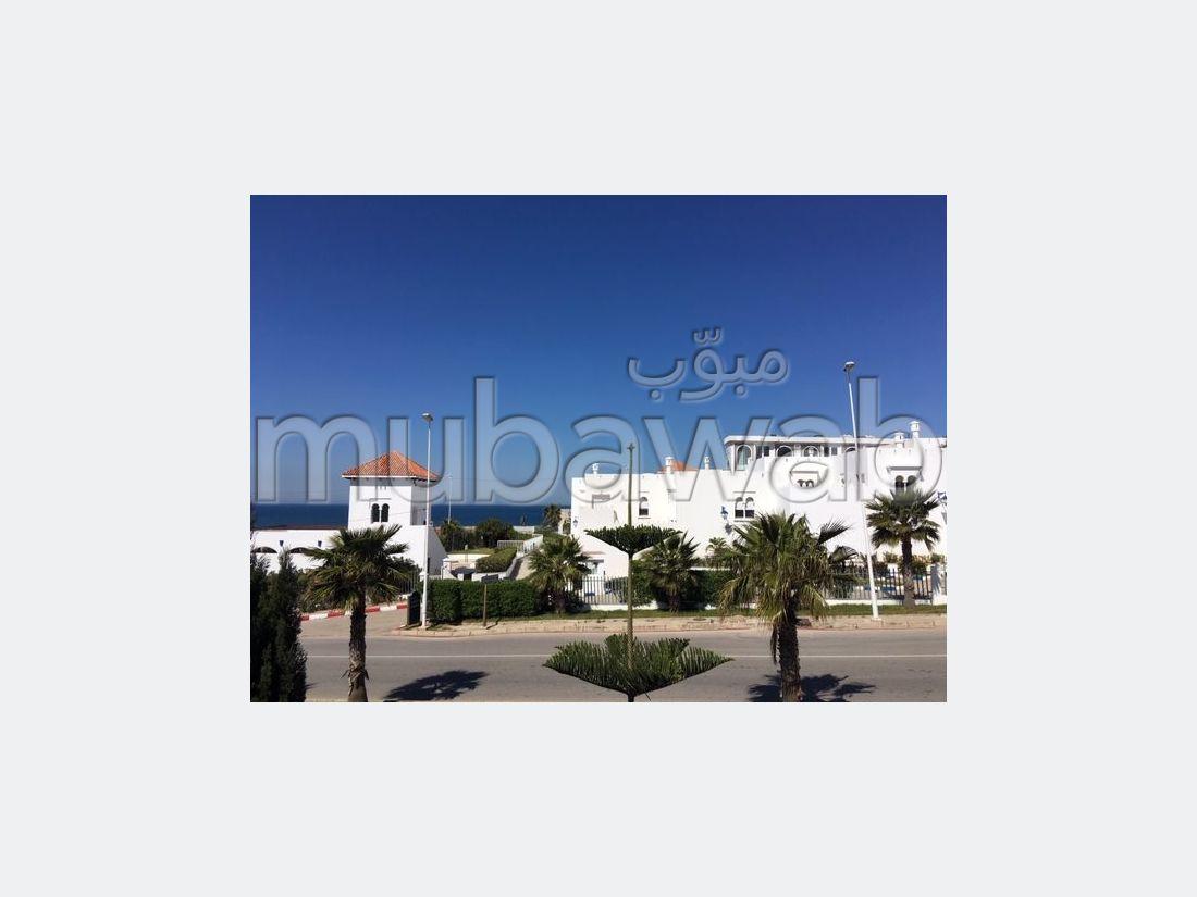 suntuosa casa en venta en Malabata. Pequeña superficie 286.0 m². Salón tradicional, antena parabólica general.