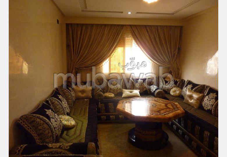 Magnífico piso en venta en Cité Adrar. 3 Dormitorios. Conserje disponible, aire condicionado general.