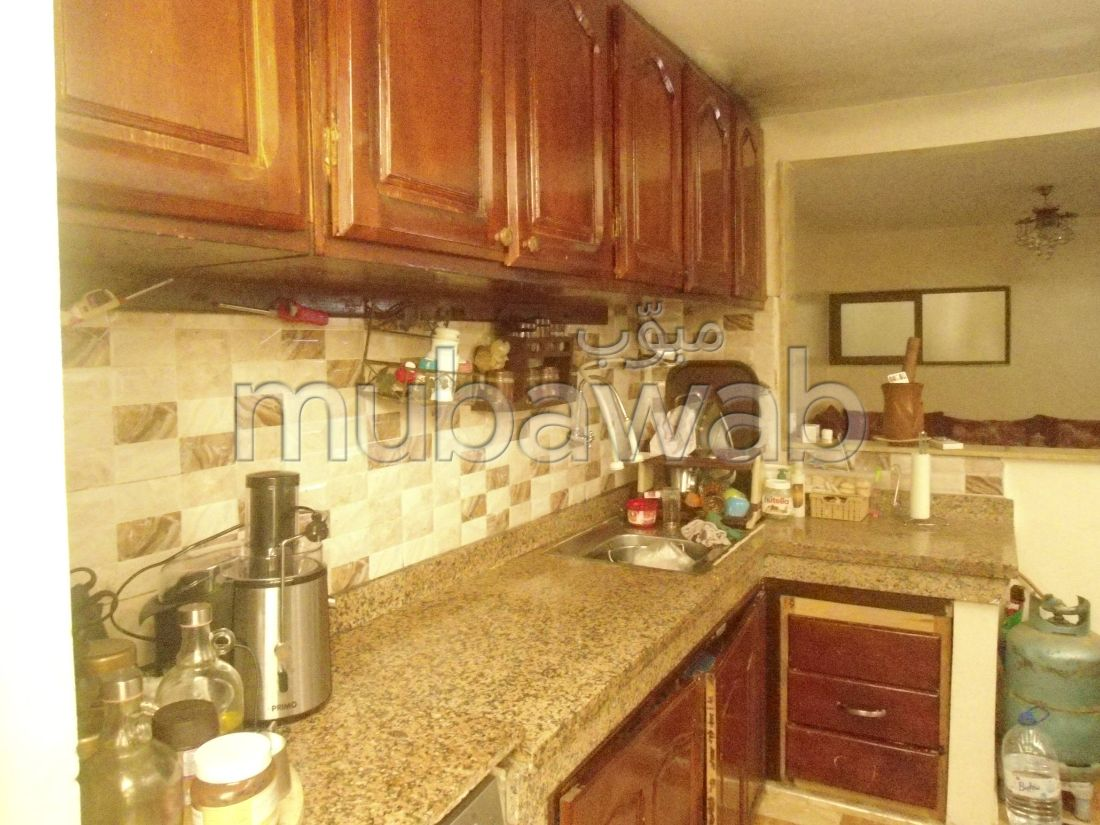 Se vende piso en Maamora. 3 Habitación pequeña. Cocina totalmente equipada.