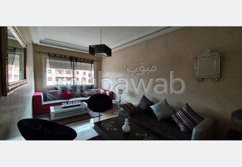 Piso en alquiler en Guéliz. 3 habitaciones grandes. Sala de estar tradicional marroquí, barrio seguro.