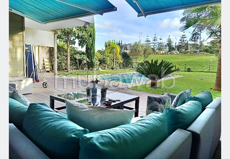 شقة للشراء ببوسكورة. المساحة الإجمالية 572 م². باب متين ، صالون مغربي.